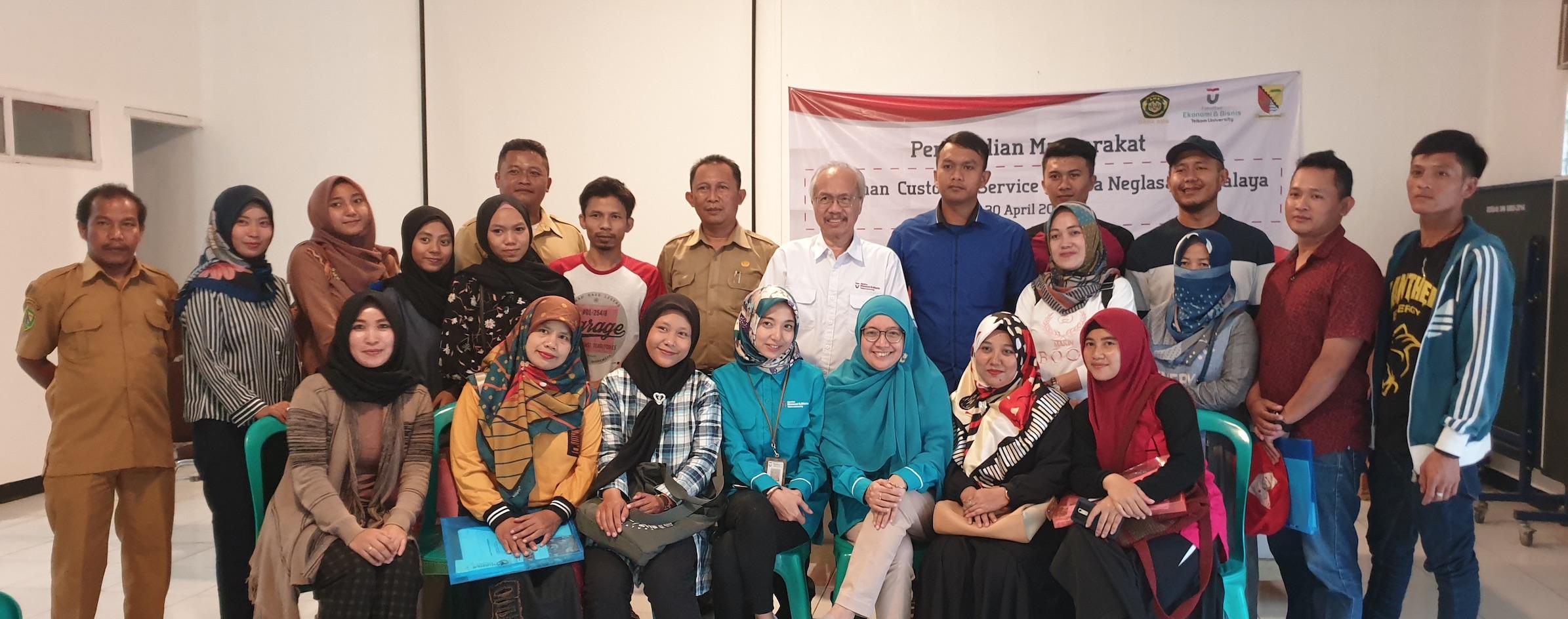 Pelatihan Pelayanan Konsumen bagi UMKM di Desa Neglasari Majalaya